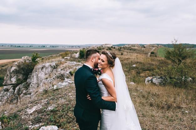 Portrait, fille, couples, cherche, robe mariage