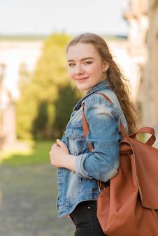 Portrait, fille, devant, école