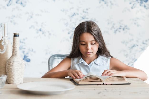 Portrait, fille, séance, lecture, papier peint