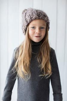 Portrait d'une fillette souriante