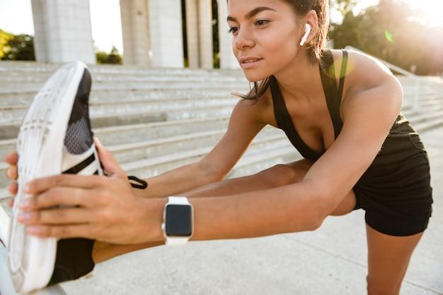 Portrait, fitness, femme, écouteurs