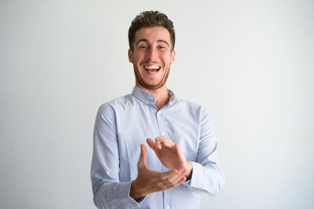 Portrait, de, gai, homme affaires, applaudir, mains