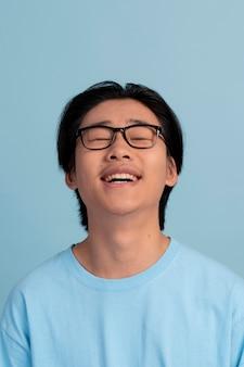 Portrait de garçon adolescent asiatique