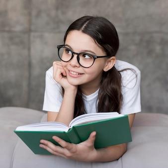 Portrait, girl, lunettes, lecture