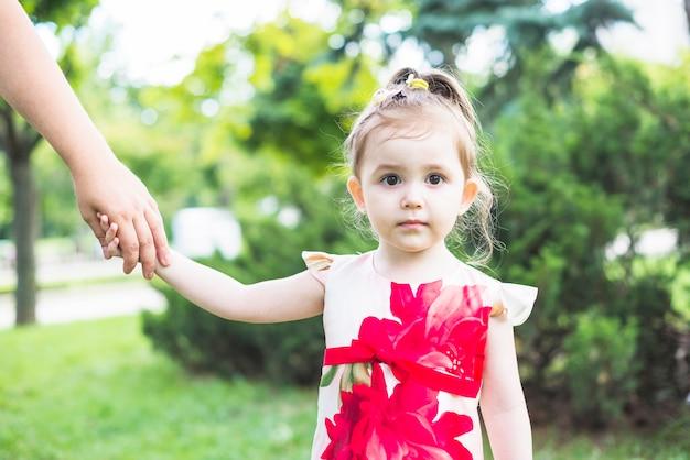 Portrait, girl, tenue, personne, mains, jardin