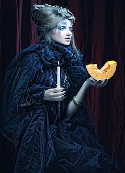 Portrait gothique de femme à la bougie.