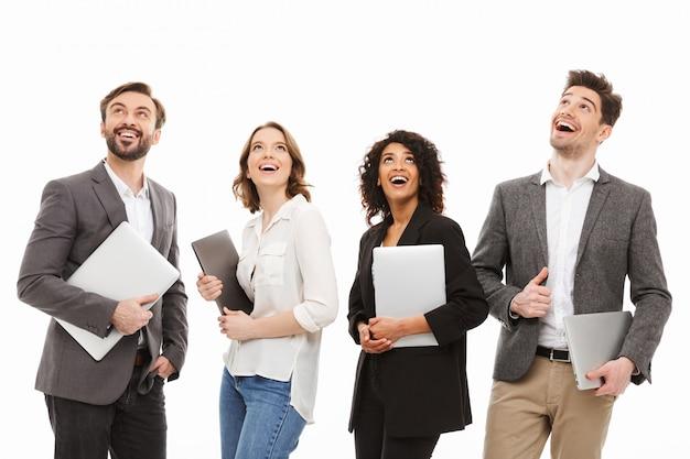 Portrait d'un groupe de gens d'affaires multiraciales heureux