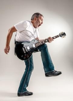 Portrait d'un guitariste