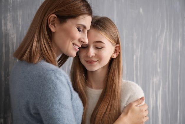Portrait d'heureuse mère et fille