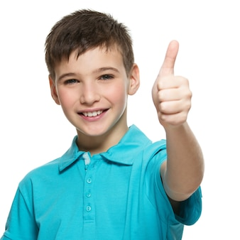 Portrait, de, heureux, adolescent garçon, projection, pouces haut, geste