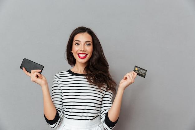 Portrait, heureux, girl, tenue, mobile, téléphone