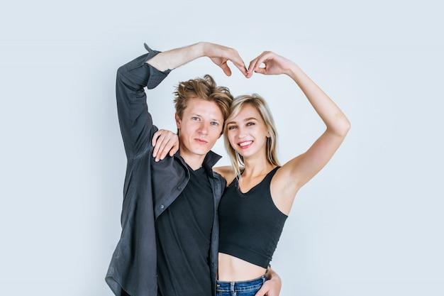 Portrait, heureux, jeune couple, aimer, ensemble