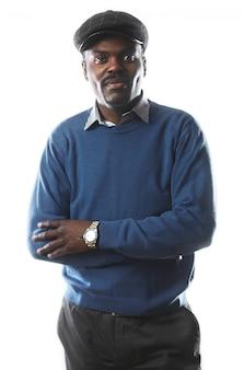 Portrait d'un homme d'affaires beau noir en studio