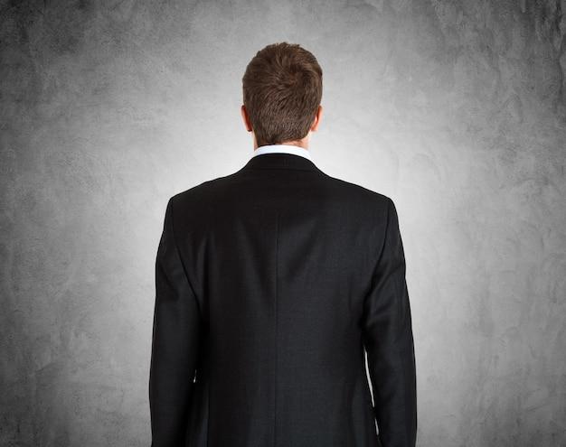 Portrait d'un homme d'affaires encadré par derrière