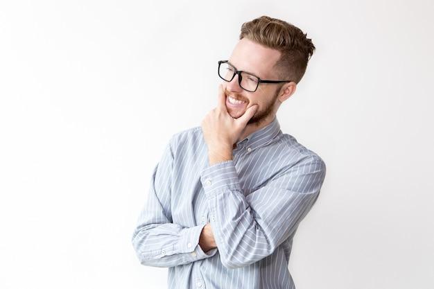 Portrait d'homme d'affaires heureux en lunettes en rêve