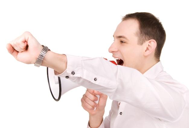Portrait d'homme d'affaires avec mégaphone sur mur blanc