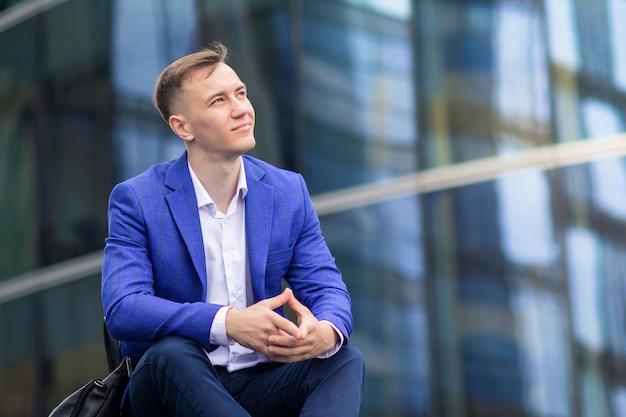 Portrait d'homme d'affaires prospère confiant