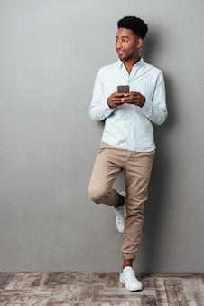 Portrait d'un homme afro-américain souriant