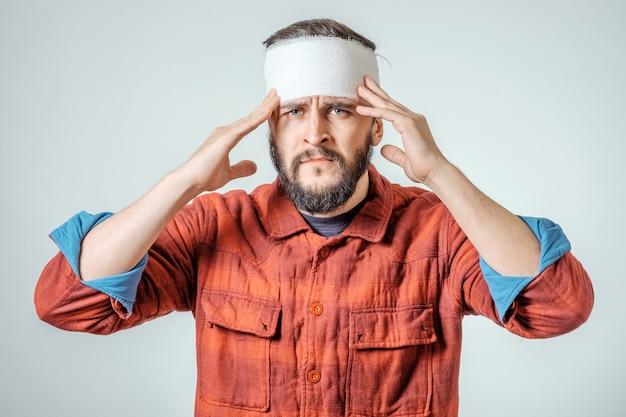 Portrait d'homme avec un bandage