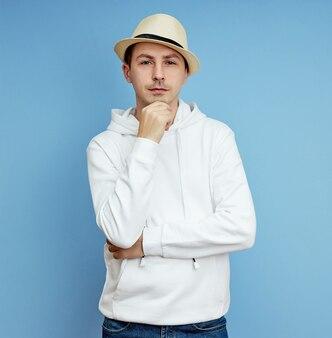 Portrait d'un homme avec un chapeau