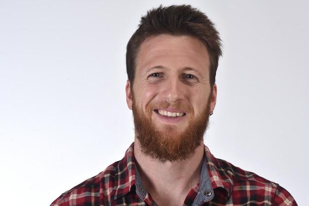 Portrait d'un homme en chemise à carreaux