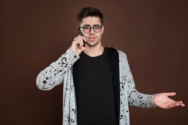 Portrait, homme, conversation, téléphone