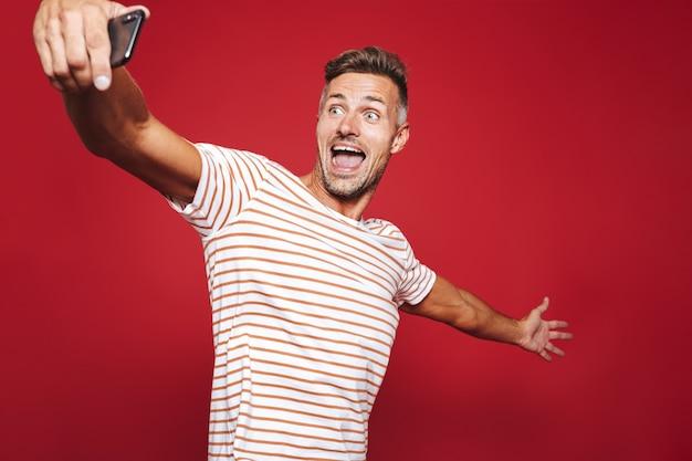 Portrait d'un homme excité