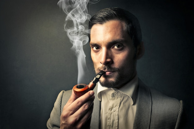 Portrait, homme, fumer pipe