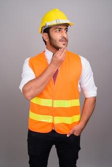 Portrait, de, homme indien, ouvrier construction, homme affaires