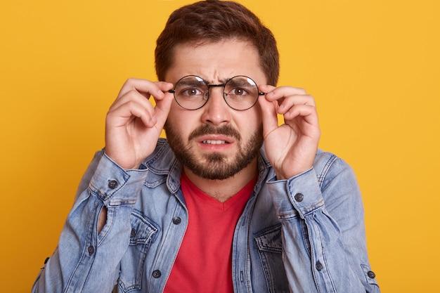 Portrait d'homme avec des lunettes