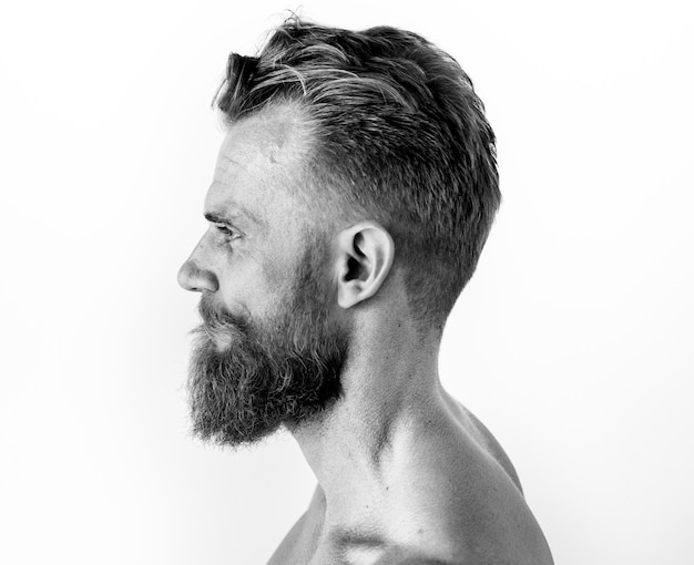 Portrait d'un homme en noir et blanc