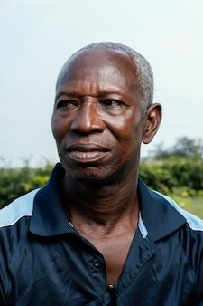 Portrait d'homme senior africain