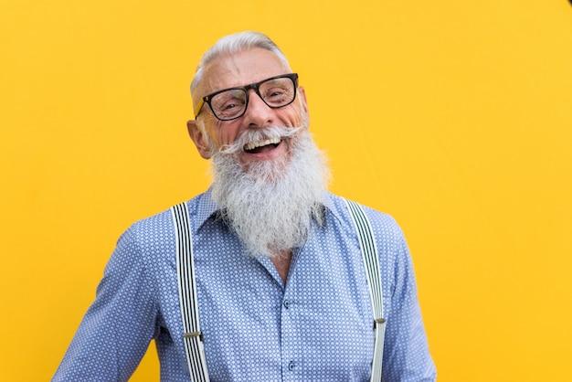 Portrait d'homme senior hipster