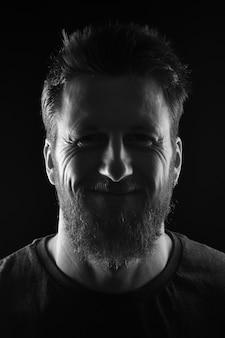 Portrait d'un homme souriant