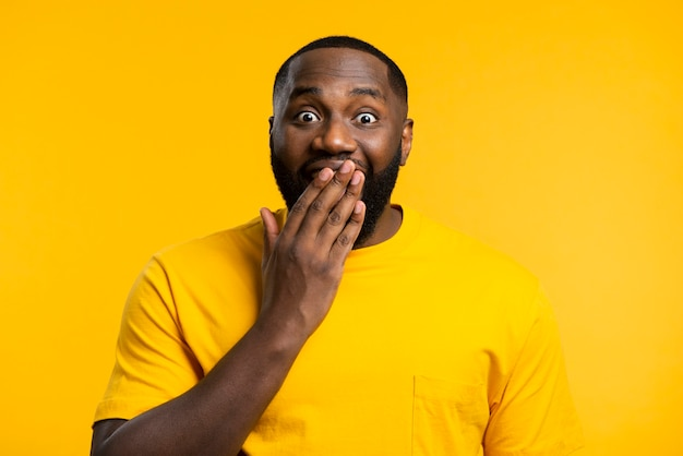 Portrait d'homme surpris