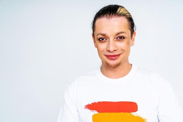 Portrait d'homme transsexuel, soutien conceptuel pour les gays, lesbiennes, transgenres et contre l'homophobie
