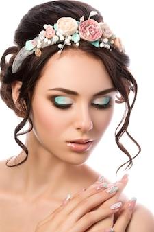 Portrait de jeune belle mariée. coiffure et maquillage de mariage.