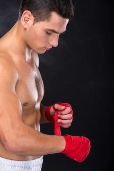 Portrait d'un jeune boxeur, vue de côté