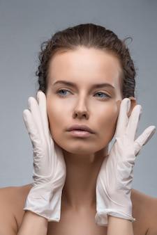 Portrait, de, jeune, caucasien, femme, obtenir, cosmétique, injection