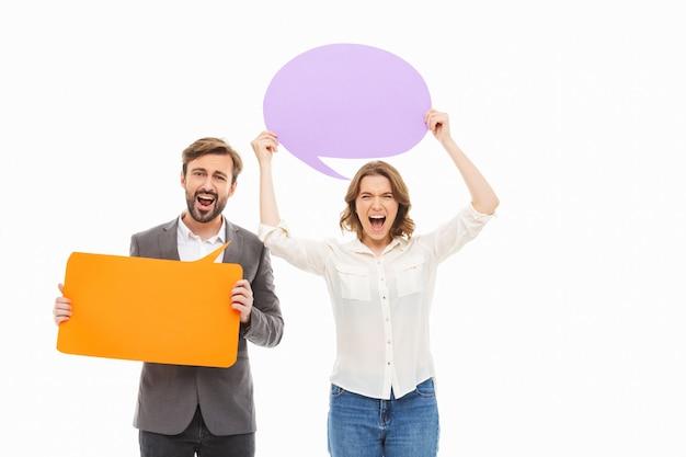 Portrait d'un jeune couple d'affaires en colère