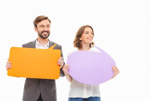 Portrait d'un jeune couple d'affaires confiant