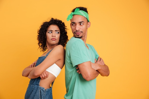 Portrait d'un jeune couple africain en colère