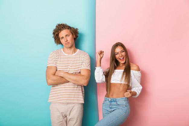 Portrait, de, a, jeune couple, debout