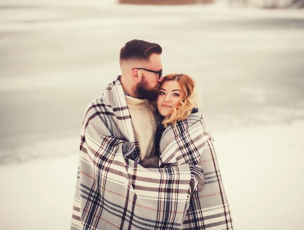 Portrait de jeune couple sensuel