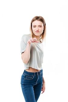Portrait, de, a, jeune, désinvolte, jeune femme, confection, chat, griffe, geste