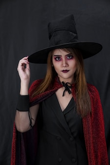 Portrait de jeune femme adolescente adulte asiatique porter un tissu de costume d'halloween