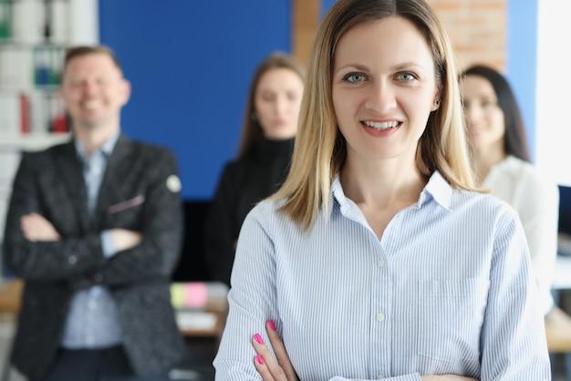 Portrait de jeune femme d'affaires prospère