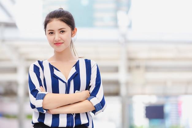 Portrait jeune femme d'affaires
