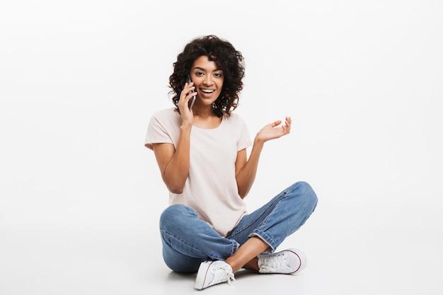 Portrait de jeune femme afro-américaine heureuse