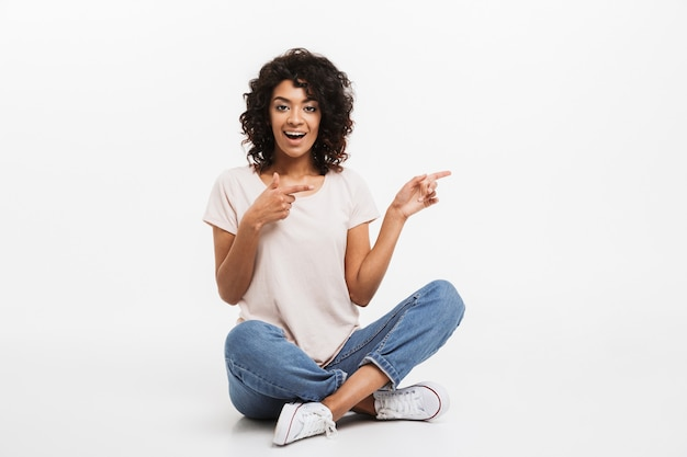 Portrait de jeune femme afro-américaine souriante